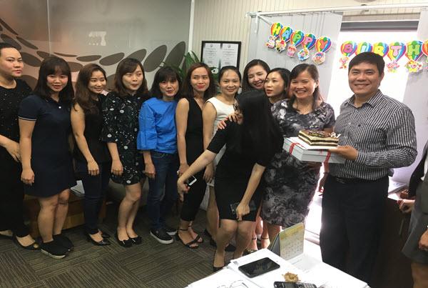 CBNV công ty PSL chúc mừng sinh nhật PGĐ Trần Tuấn Việt